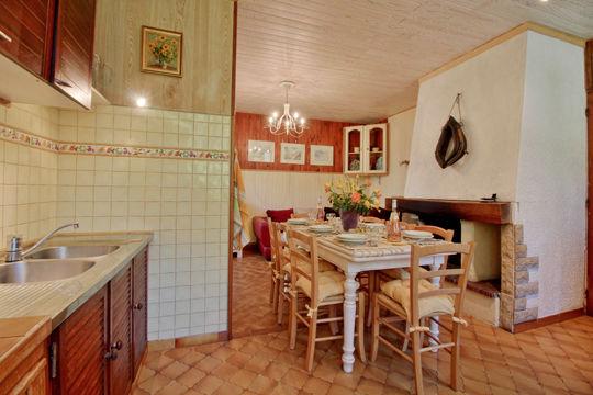 cuisine1-accornero-esquiezesere-HautesPyrenees