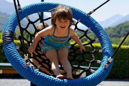 enfant-campinglachataigneraie-arcizansavant-HautesPyrenees
