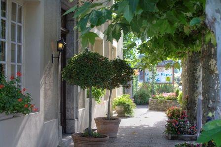 entrée-hotelbonrepos-jarno-argelesgazost-HautesPyrenees.jpg