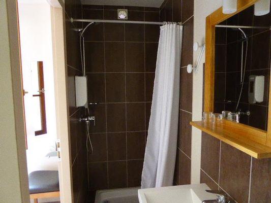 salle-de-bain-chambre-double-simple