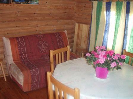 salonchaletbois-campingsoleildupibeste-agosvidalos-HautesPyrenees.jpg
