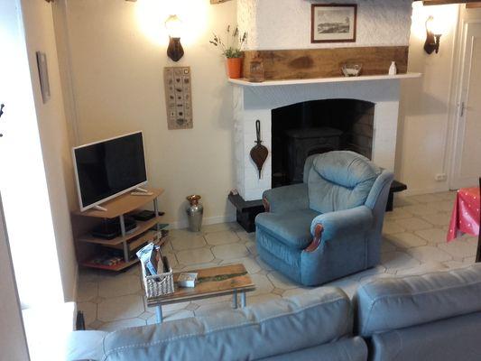 coin salon avec télé ecran plat, wifi gratuit