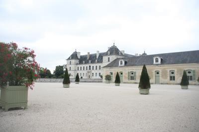 Château d'Ancy le Franc, vu sur orangerie