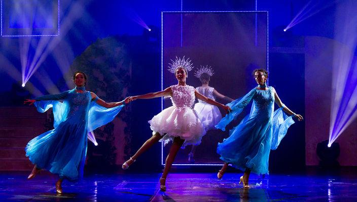 la fille et 2 danseuse