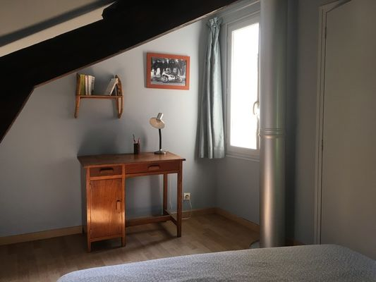 10-Chambre-1-avec-bureau---Mme-Artman