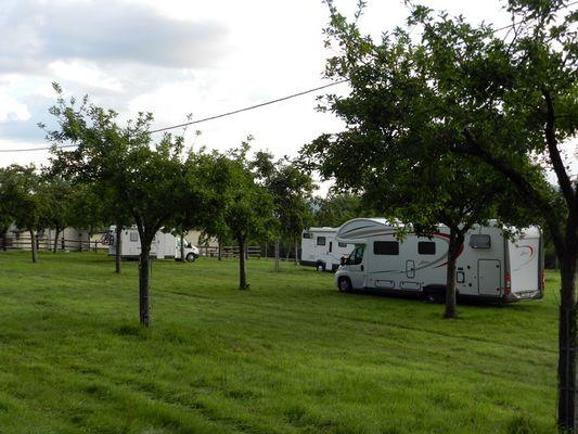 Aire pour camping-cars Le Lieu Chéri à Ouilly le Vicomte près de Lisieux champs
