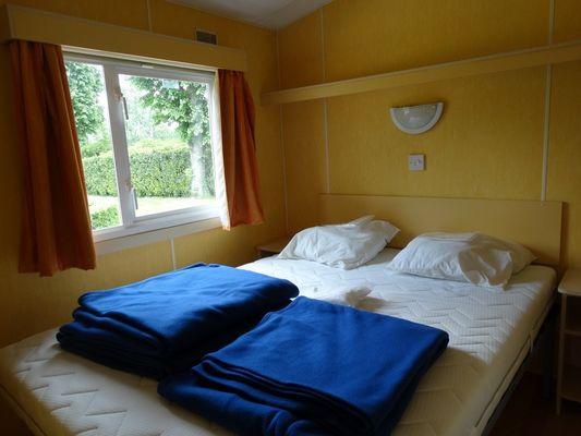 Camping de la Vallée à Lisieux lit double