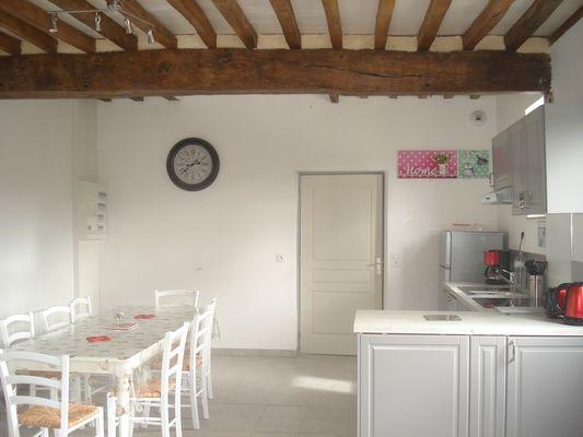 Chez Hubert Verhaest à Moyaux Vue cuisine