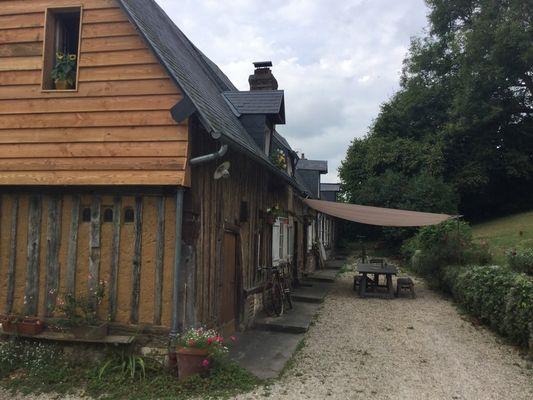 Delphine Zangs Chambre d'hôtes à Glos prés de Lisieux Entrée
