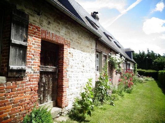 Delphine Zangs Chambre d'hôtes à Glos prés de Lisieux exterieurs maison