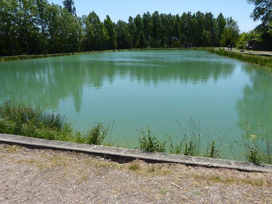 Étang des Bruyères à Mézidon-Canon prés de Lisieux Vue sur le lac