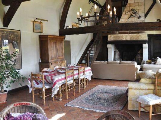 Ferme du Château Gite au Pin Chez Rebecca Whitehead salle a manger