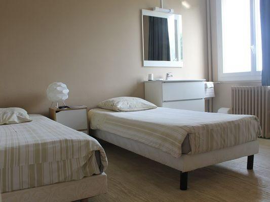 Hôtel Le Bellevue à Lisieux Chambre twin grise