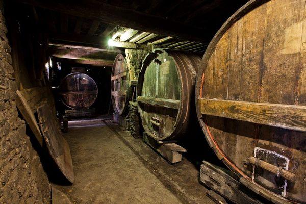 IMG_0943 (3)   Cave cidres à distiller F. Grandval r