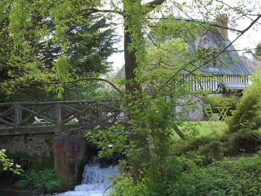 Le Moulin du Saut de la Truite Gite de Thierry Lelong à Hermival-les-Vaux 14 Chute d'eau
