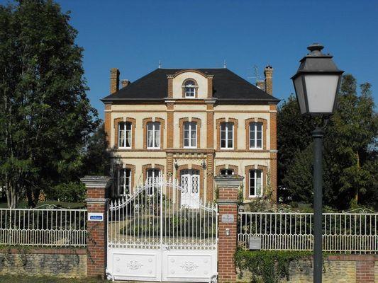 Le Presbytère Chez Sylvaine Decleves Chambre d'hôtes à Saint-Loup-de-Fribois (1)