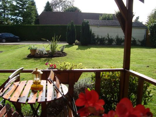 Les Bruyeres - B&B - Sylvie Lacressonniere - Ouilly du Houley  (vue du jardin)