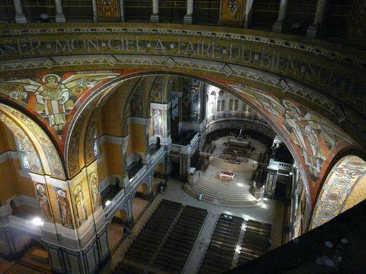 Visite du dome de la Basilique Sainte-Thérèse de Lisieux Vue interieure