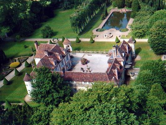 Le château de Boutemont et ses jardins vus du ciel