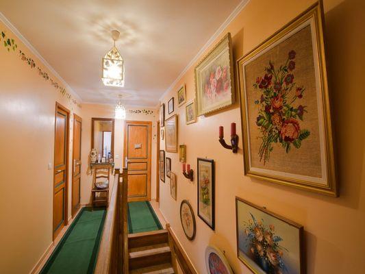le-couloir-d-acces-aux-chambres-photo-4