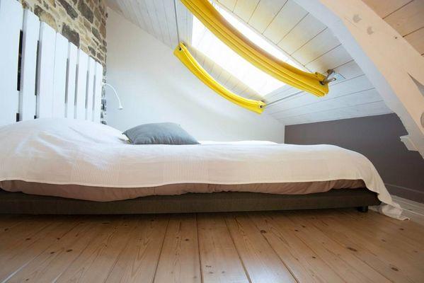 Duplex en Brocéliande_Plélan le Grand_salon_chambre