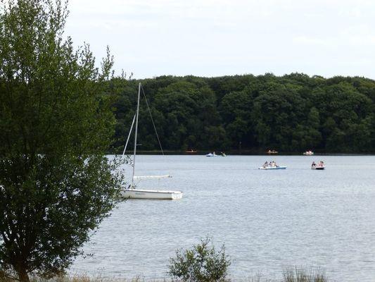 Activité nautique au Lac de Trémelin