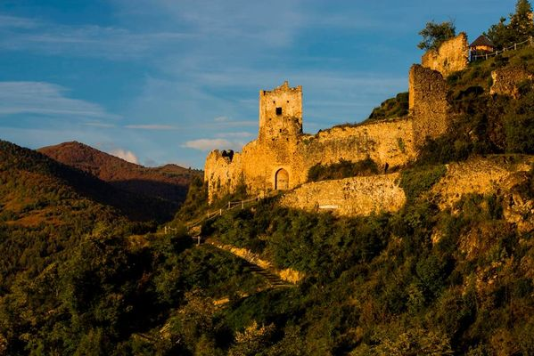 Château cathare de Lordat en Ariège Pyrénées