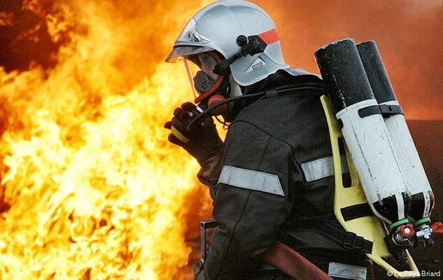 Sapeur pompier au feu