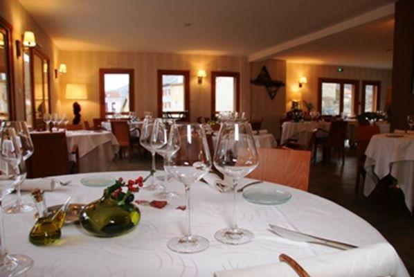 la salle de restaurant de Le Chalet