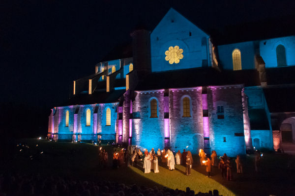 scène illustrant l'arrivée des moines à Pontigny