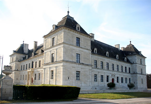 Château d'Ancy le Franc vu de l'orangerie