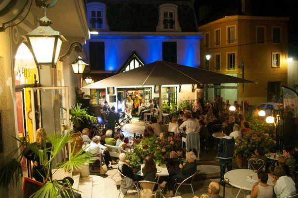 Garçon la Note à Sens en 2014 - Les-cordes-à-Léon-au restaurant de l'Hôtel de Paris et de la Poste © Pierre Pichon
