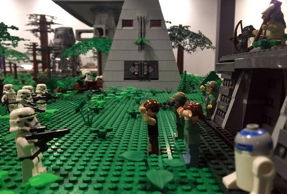 Exposition-100--LEGO-Chateau-d-Ancy-le-Franc-La-Lune-d-Endor-IMG-5668-2