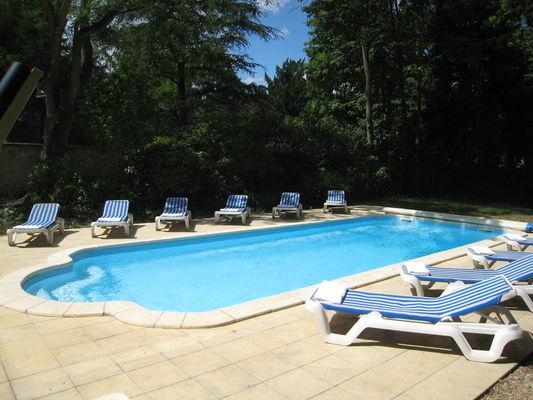 Hotel-Les-Marechaux-Piscine-bis