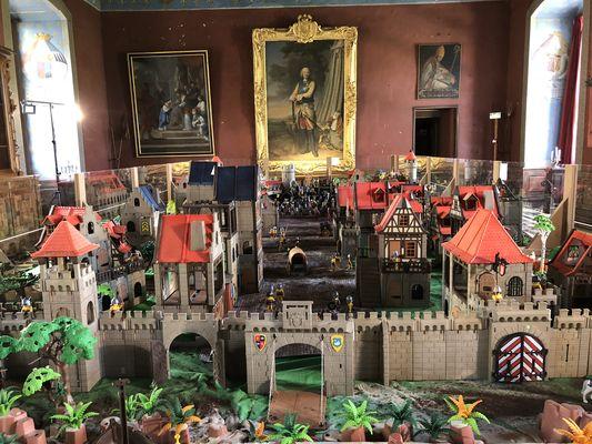PH-d-archive-C-Exposition-Playmobil-au-Chateau-d-Ancy-le-Franc-2018-salle-des-gardes-2
