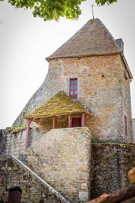 Tour de garde du XIVe s. dans la cour intérieure