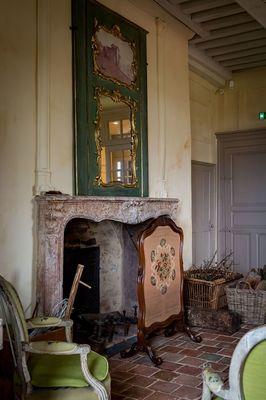 Cheminée du grand salon du donjon XIIIe s.