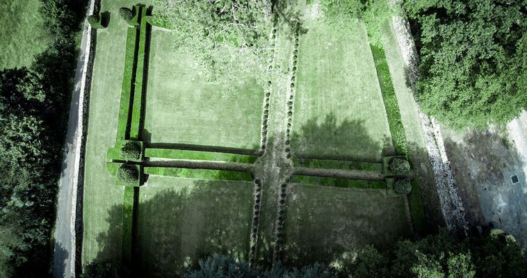 Carrés de buis de 1750 créés sur une terrasse de plaisance au Sud