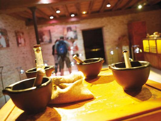 Atelier de fabrication de moutarde : les mortiers