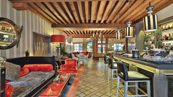 La Réception et le Bar