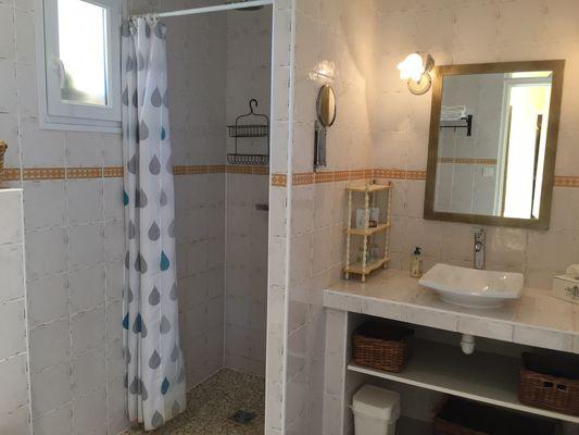 Salle d''eau avec WC, douche à l''italienne