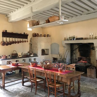 Cuisine du château dans logis XVIIIe s.