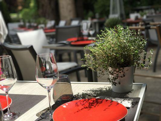 Levernois R&C - Terrasse Table dressée©JLB