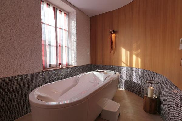 spa Marie de Bourgogne baignoire caracalla