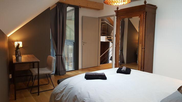 chambre grise chambre bleueu et salle de bain commune