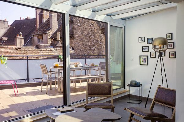 Salon sous véranda - accès terrasse