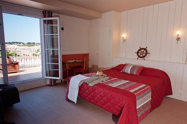 chambre-bordeau-hotel-les-voygeurs-ile-yeu-630
