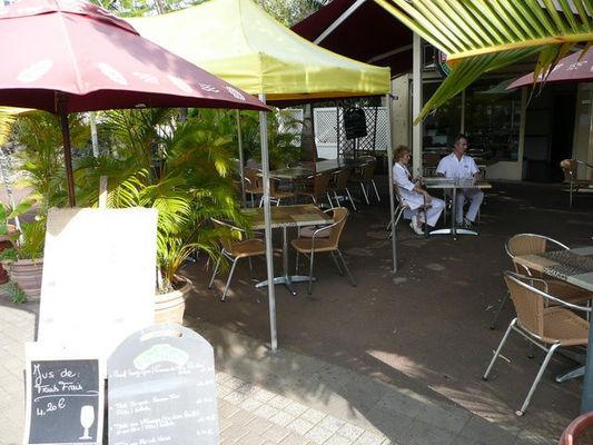 West Art Café