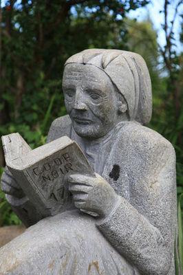 Statue dans le parc du Musée de Villèle - Musée de Villèle