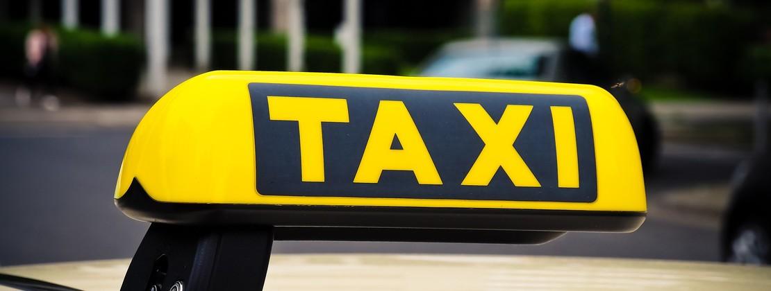 taxi-3504010_1920.jpg